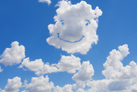 Smiley face formed in clouds 20025341248| 写真素材・ストックフォト・画像・イラスト素材|アマナイメージズ