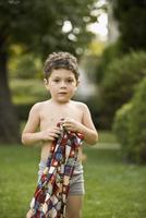 Portrait of a boy holding a towel 20025341761| 写真素材・ストックフォト・画像・イラスト素材|アマナイメージズ