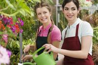 Women watering plants in a greenhouse 20025341888| 写真素材・ストックフォト・画像・イラスト素材|アマナイメージズ