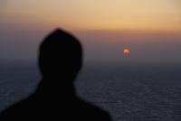 Silhouette of a man looking at sunset view,San Francisco Bay,San Francisco,California,USA 20025341932  写真素材・ストックフォト・画像・イラスト素材 アマナイメージズ
