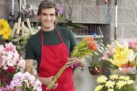 Man working in a flower shop 20025342119| 写真素材・ストックフォト・画像・イラスト素材|アマナイメージズ
