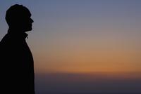 Silhouette of a man looking at sunset view,San Francisco Bay,San Francisco,California,USA 20025342191| 写真素材・ストックフォト・画像・イラスト素材|アマナイメージズ