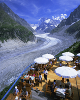 Cafe overlooking Glace de Mer glacier, Chamonix, French Alps, Rhone Alpes, France, Europe 20025347793| 写真素材・ストックフォト・画像・イラスト素材|アマナイメージズ