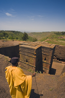 The Sunken Rock Hewn church of Bet Giyorgis (St George), Lalibela, Northern Ethiopia, Ethiopia, Africa 20025347863| 写真素材・ストックフォト・画像・イラスト素材|アマナイメージズ