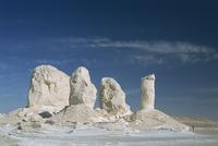 Isolated chalk towers, remnants of karst, Farafra Oasis, White Desert, Western Desert, Egypt, North Africa, Africa