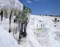 Tourists on terraces, Pamukkale, UNESCO World Heritage Site, Anatolia, Turkey, Asia Minor, Eurasia 20025348249| 写真素材・ストックフォト・画像・イラスト素材|アマナイメージズ