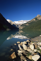 View to Mount Victoria across the emerald waters of Lake Louise, in summer, Banff National Park, UNESCO World Heritage Site, Alb