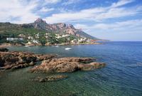 View across the bay to the village and Pic du Cap Roux, Antheor, Corniche de l'Esterel, Var, Cote d'Azur, Provence, France, Medi