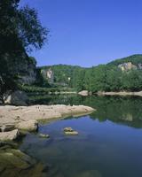River Dordogne and castle, La Roque Gageau, Aquitaine, France, Europe
