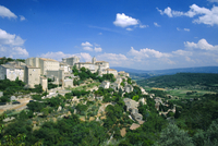 Village of Gordes, perched above the Luberon countryside, Vaucluse, Provence, France, Europe