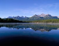 Herbert Lake and Bow Range, Banff National Park, UNESCO World Heritage Site, Rocky Mountains, Alberta, Canada, North America