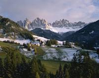 St. Magdalena and Geisslerspitzen, 3060m, Val de Funes, Dolomites mountains, Trentino-Alto Adige, South Tirol (Tyrol), Italy, Eu