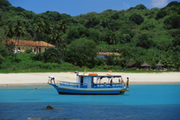 Fishing boat at Praia da Conceicao, Parque Nacional de Fernando de Norohna, Fernando de Noronha, Pernambuco, Brazil, South Ameri 20025349980| 写真素材・ストックフォト・画像・イラスト素材|アマナイメージズ