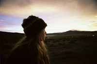 Girl looks at the Andes as the sun sets, Isluga National Park, Chile, South America 20025350780| 写真素材・ストックフォト・画像・イラスト素材|アマナイメージズ