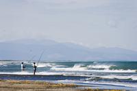 Fishing from the shore, Manawatu, west coast of the North Island, New Zealand, Pacific 20025350890| 写真素材・ストックフォト・画像・イラスト素材|アマナイメージズ