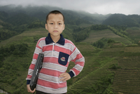 Boy of Yao mountain tribe minority with laptop, Longsheng terraced ricefields, Guangxi Province, China, Asia 20025351621| 写真素材・ストックフォト・画像・イラスト素材|アマナイメージズ