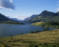 Waterton Lakes and Hotel Prince of Wales, Rocky Mountains, Alberta, Canada, North America 20025355026| 写真素材・ストックフォト・画像・イラスト素材|アマナイメージズ