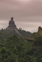 The Big Buddha statue, Po Lin Monastery, Lantau Island, Hong Kong, China, Asia 20025355248| 写真素材・ストックフォト・画像・イラスト素材|アマナイメージズ