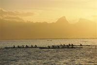 Boats at sea, French Polynesia 20025357819| 写真素材・ストックフォト・画像・イラスト素材|アマナイメージズ