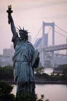 Statue of Liberty and Rainbow bridge,Odaiba Harbour,Tokyo,Japan,Asia