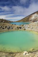 Hikers near Emerald Lakes on the Tongariro Crossing, Tongariro National Park, UNESCO World Heritage Site, the oldest national pa 20025358430| 写真素材・ストックフォト・画像・イラスト素材|アマナイメージズ