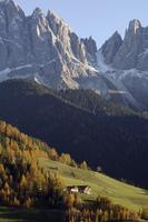 Santa Maddalena, Val di Funes, Dolomites, Bolzano province, Trentino-Alto Adige, Italy, Europe 20025358903| 写真素材・ストックフォト・画像・イラスト素材|アマナイメージズ