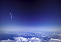 Aircraft vapour trails above clouds over Colorado, United States of America, North America 20025359505  写真素材・ストックフォト・画像・イラスト素材 アマナイメージズ