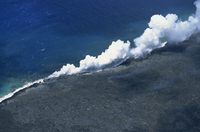 Steam cloud rising where lava from the Pu'u O'o cinder cone far inland enters sea on southeast Puna coast near Kaimu, Big Island 20025360644| 写真素材・ストックフォト・画像・イラスト素材|アマナイメージズ