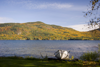 A view across Lake George to mountains covered with autumn foliage, Lake George, New York State, United States of America, North 20025360818| 写真素材・ストックフォト・画像・イラスト素材|アマナイメージズ