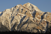 Pyramid Mountain, Jasper National Park, UNESCO World Heritage Site, Alberta, Canada, North America 20025361694| 写真素材・ストックフォト・画像・イラスト素材|アマナイメージズ