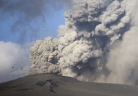 Eyjafjallajokull eruption showing billowing ash plume and rocks exploding into the sky of southern Iceland, Iceland, Polar Regio 20025362216| 写真素材・ストックフォト・画像・イラスト素材|アマナイメージズ