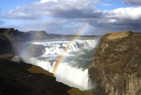 Gullfoss, Europe's biggest waterfall, with rainbow created by spray from the falls, near Reykjavik, Iceland, Polar Regions 20025362227| 写真素材・ストックフォト・画像・イラスト素材|アマナイメージズ