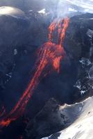 Lava flowing down mountain from Eyjafjallajokull volcano, Iceland, Polar Regions 20025362276| 写真素材・ストックフォト・画像・イラスト素材|アマナイメージズ