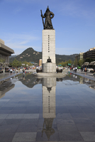 Admiral Yi Sun Sin Statue, Gwanghwamun Plaza, Gwanghwamun, Seoul, South Korea, Asia 20025363189| 写真素材・ストックフォト・画像・イラスト素材|アマナイメージズ