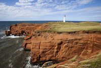 Red sandstone cliff and lighthouse on Cap-aux-Meules Island on the Iles de la Madeleine (Magdalen Islands), Quebec, Canada, Nort 20025363535| 写真素材・ストックフォト・画像・イラスト素材|アマナイメージズ