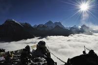 Everest, Lhotse and Makalu, view from Gokyo Ri, 5357m, Gokyo, Sagarmatha National Park, UNESCO World Heritage Site, Solukhumbu D 20025364002| 写真素材・ストックフォト・画像・イラスト素材|アマナイメージズ