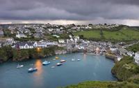 Cornish fishing village of Port Isaac on a moody autumn morning, Cornwall, England, United Kingdom, Europe 20025364441| 写真素材・ストックフォト・画像・イラスト素材|アマナイメージズ