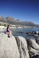 Woman at Camps Bay with Twelve Apostles in background, Cape Town, Western Cape, South Africa, Africa 20025364566| 写真素材・ストックフォト・画像・イラスト素材|アマナイメージズ