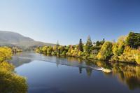 River Derwent near New Norfolk, Tasmania, Australia, Pacific 20025365759| 写真素材・ストックフォト・画像・イラスト素材|アマナイメージズ