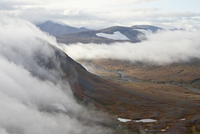 Clouds and mountains and tundra in the fall, Katmai Peninsula, Alaska, United States of America, North America 20025365861| 写真素材・ストックフォト・画像・イラスト素材|アマナイメージズ