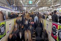 Commuters moving through Shibuya Station during rush hour, Shibuya District, Tokyo, Japan, Asia 20025366087| 写真素材・ストックフォト・画像・イラスト素材|アマナイメージズ