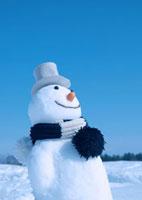 帽子をかぶる雪だるま