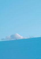 空と雪原 20027000223| 写真素材・ストックフォト・画像・イラスト素材|アマナイメージズ