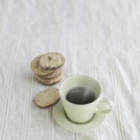 クッキーとコーヒー 20027000304A| 写真素材・ストックフォト・画像・イラスト素材|アマナイメージズ