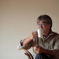 コーヒーを飲む中高年の男性 20027000358| 写真素材・ストックフォト・画像・イラスト素材|アマナイメージズ