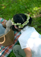 花冠を被った女の子