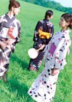 浴衣を着た3人の女性 20027002029| 写真素材・ストックフォト・画像・イラスト素材|アマナイメージズ
