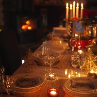 クリスマスディナーのテーブルセッティング