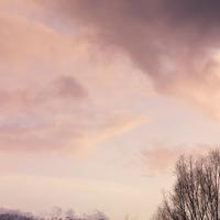冬の夕焼けの空 20027003035| 写真素材・ストックフォト・画像・イラスト素材|アマナイメージズ