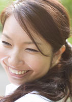 20代女性の笑顔アップ